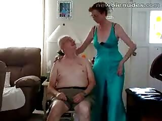 Linda chica se traga amigo sexo casero xnx