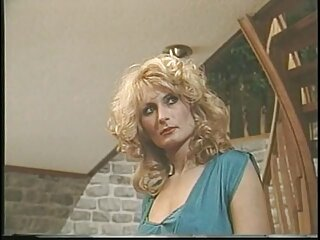 La malvada rubia Mira sexo casero con venezolanas a Lee desnudarse.