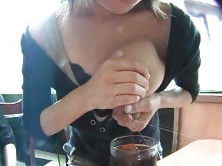 Jaye Lane en un vestido azul ssexo casero delante de la cámara juega un juego