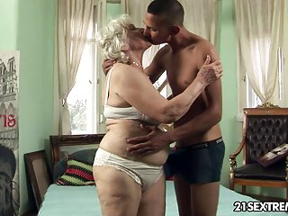 TINY4K mejor de sexo casero entre hermanos porno